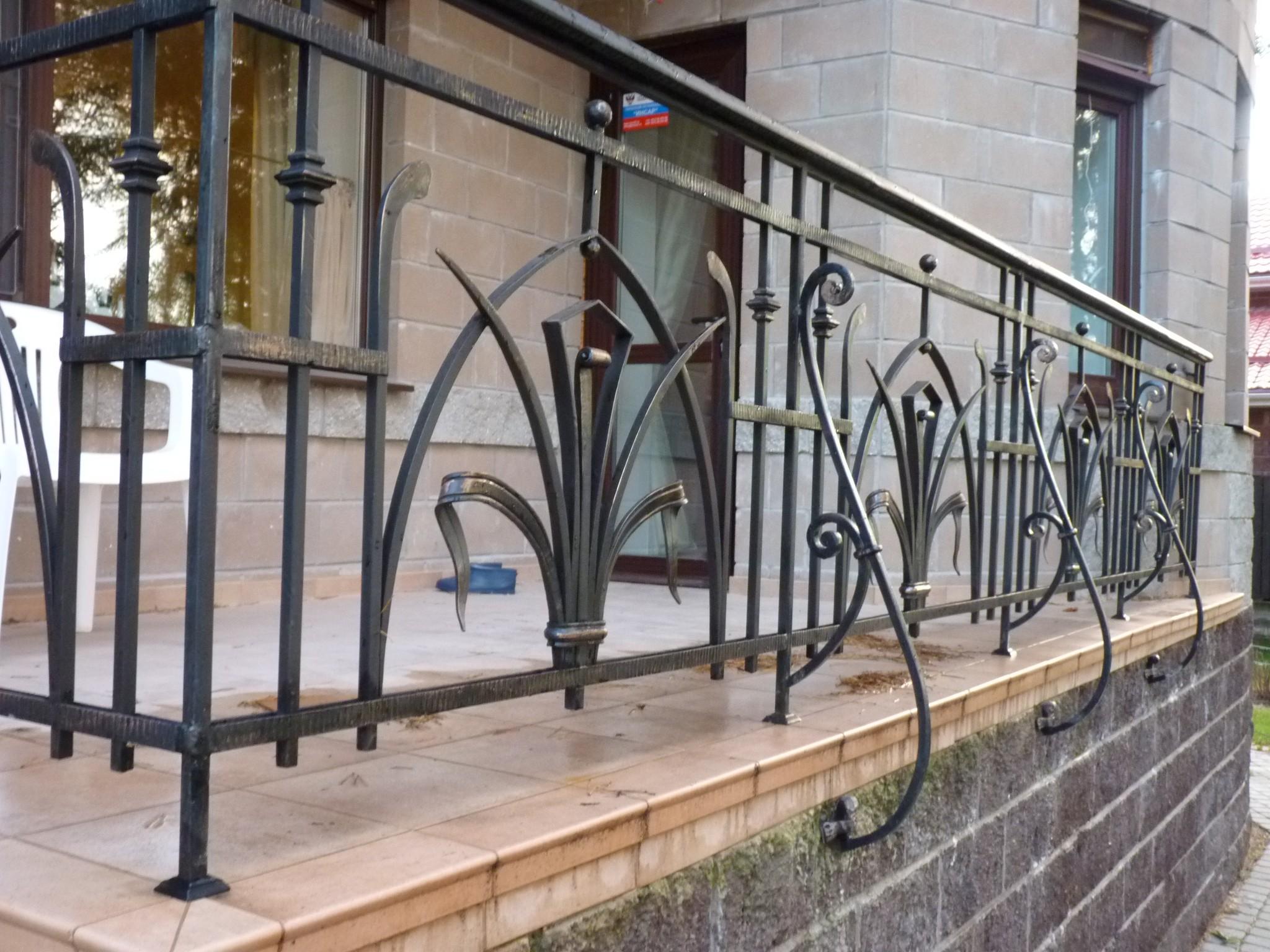 Перила для террасы и балконов: виды, технология изготовления.