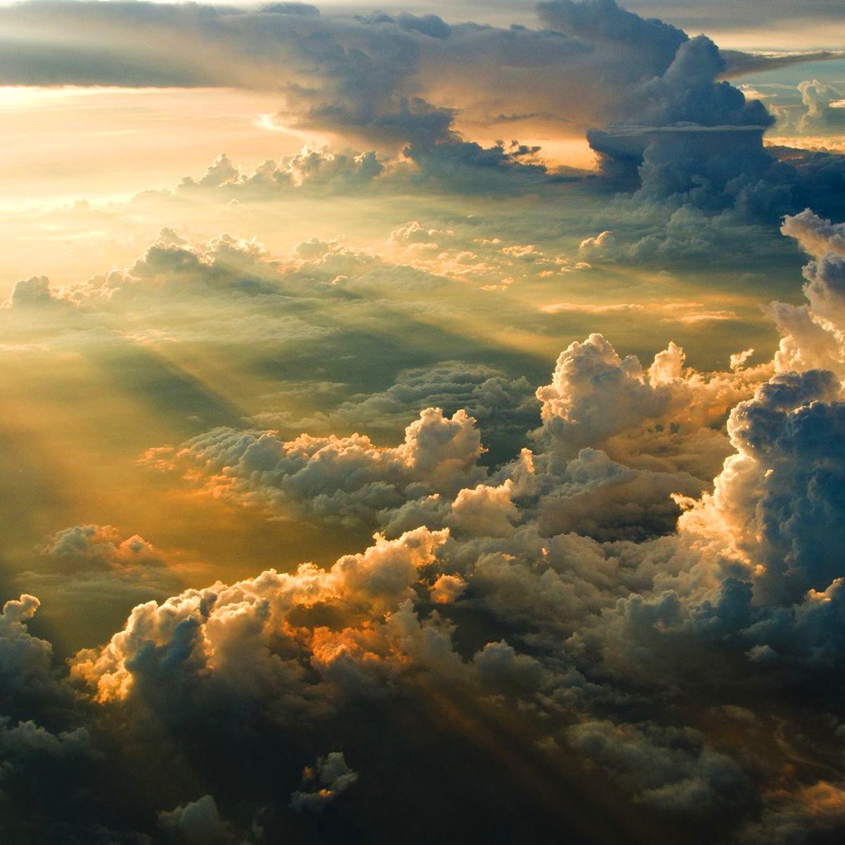 бог проснулся рано на рассвете говорят