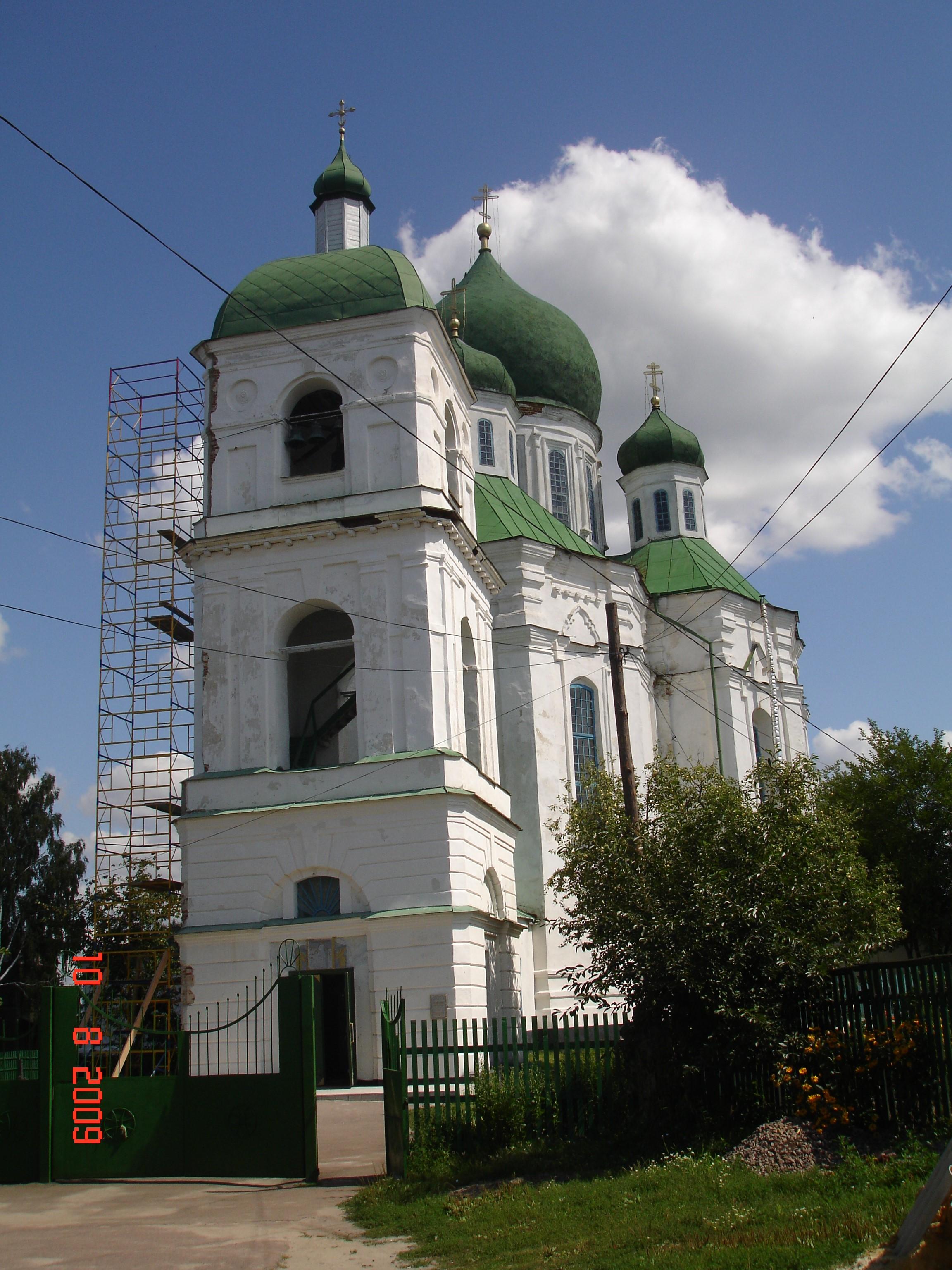 Новгород-Сіверський. Свято-Успенський собор (1671—1715) із дзвіницею. Фото — Тетяна Чернецька (2009).