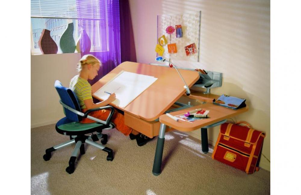Мебель для комнаты школьника: комплектация, материалы, компо.