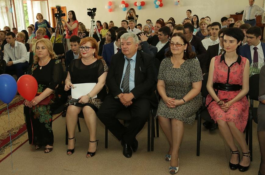 В Нальчике прошли выпускные балы