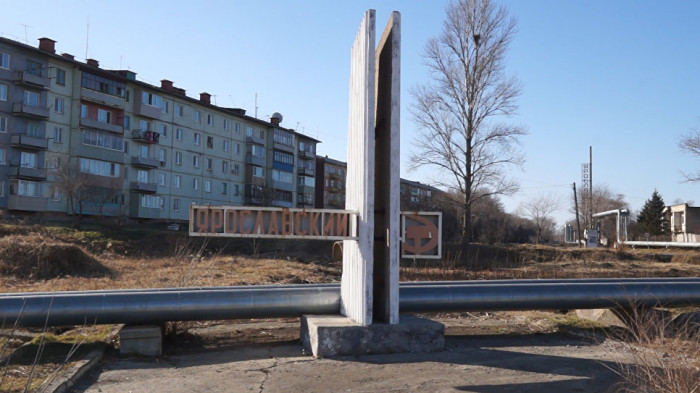 В Приморье двое полицейских спасли из горящей квартиры многодетную семью [В России]