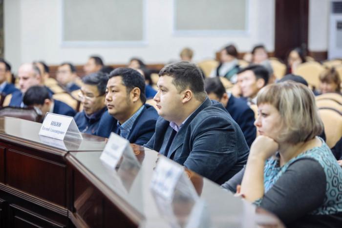 Вместо новогоднего корпоратива сотрудники мэрии Якутска проведут благотворительные акции [В России]