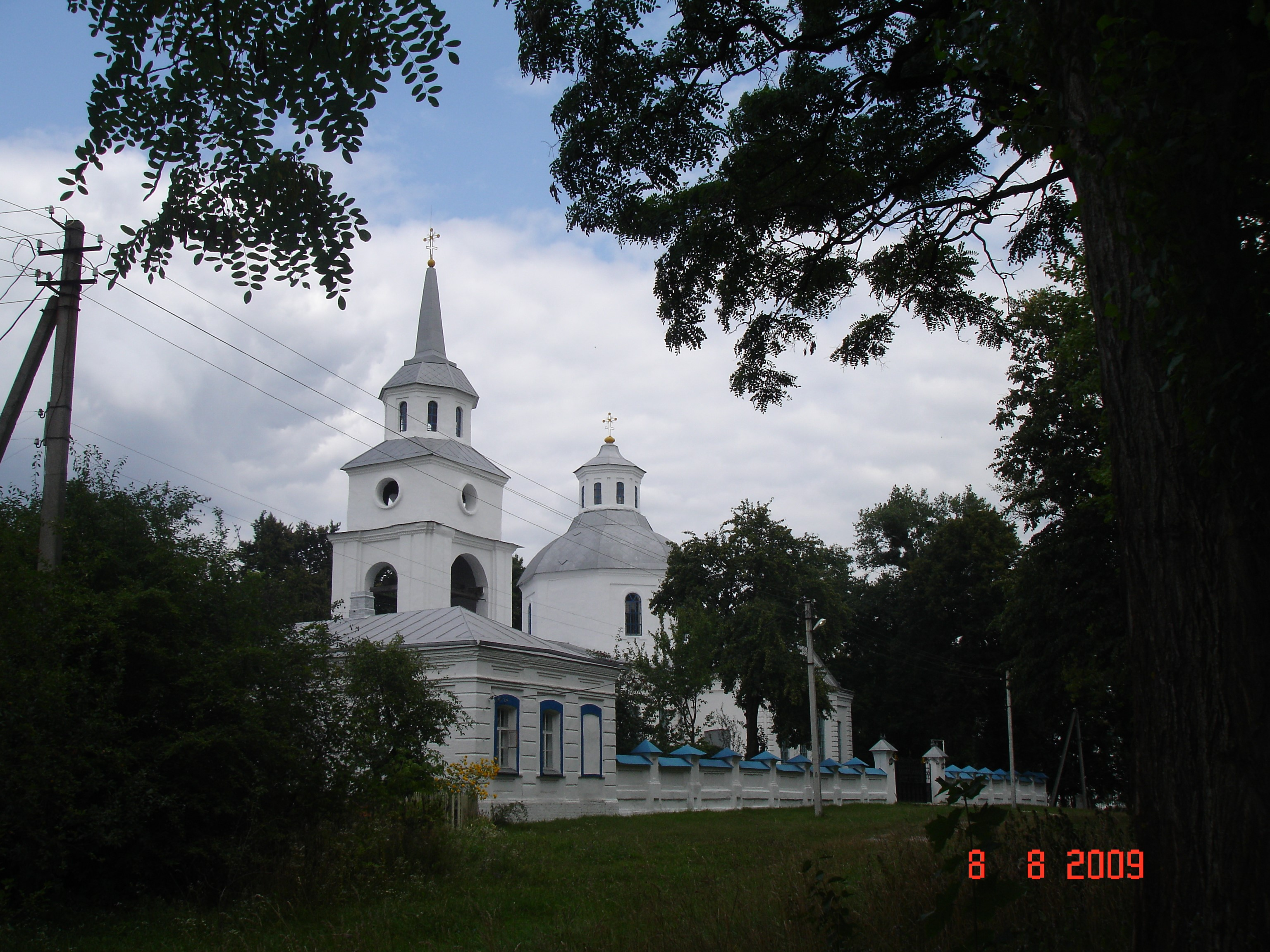 Тростянець. Благовіщенська церква із дзвіницею