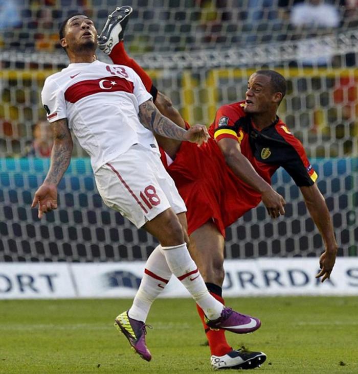 Шпагат в футболе 1.jpg