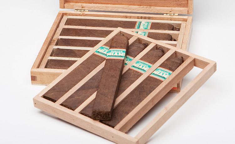 box-pressed-cigars-large05.jpg