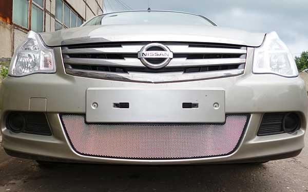 zashhitnaya-setka-radiatora-na-reshetku-Nissan-Almera-2013_2.jpg
