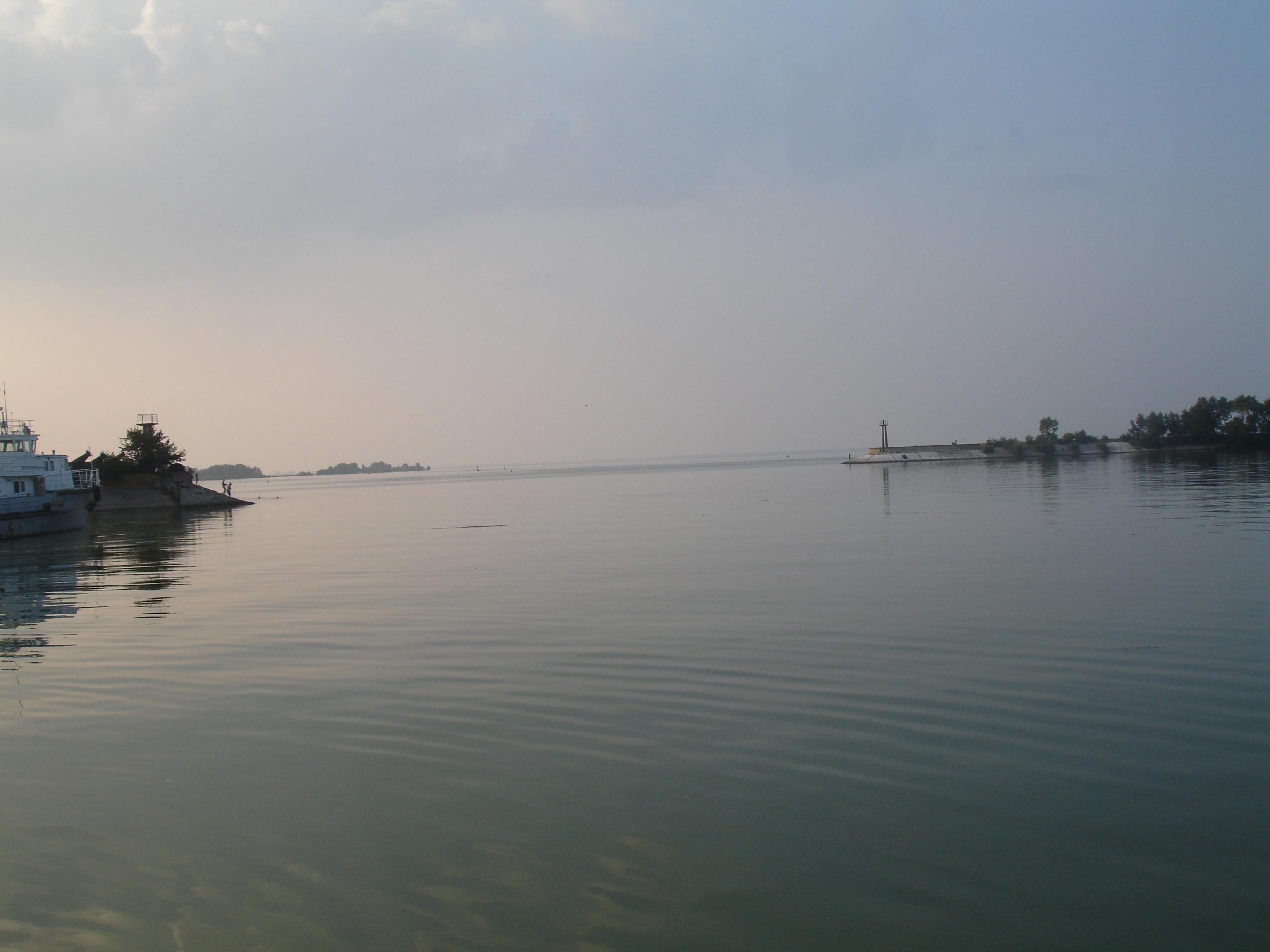 Узбережна частина Кременчуцького водосховища-моря