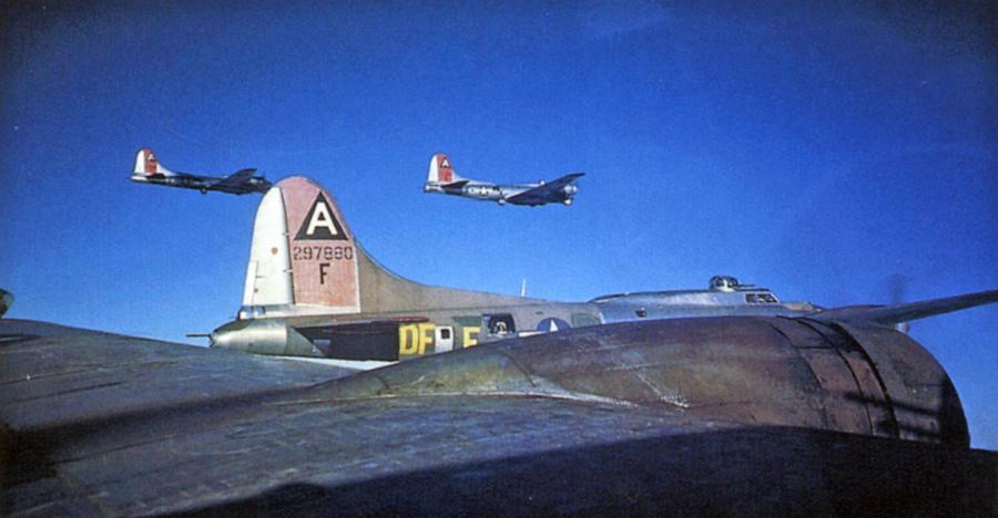 B-17GLittleMissMischiefRRQcolorFlight.jpg