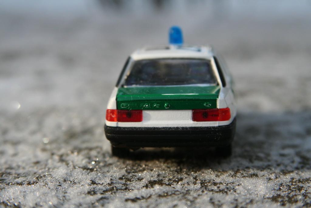 Ford Sierra Ghia 4-door 2.0i Police Schabak '1982–87 15.jpg