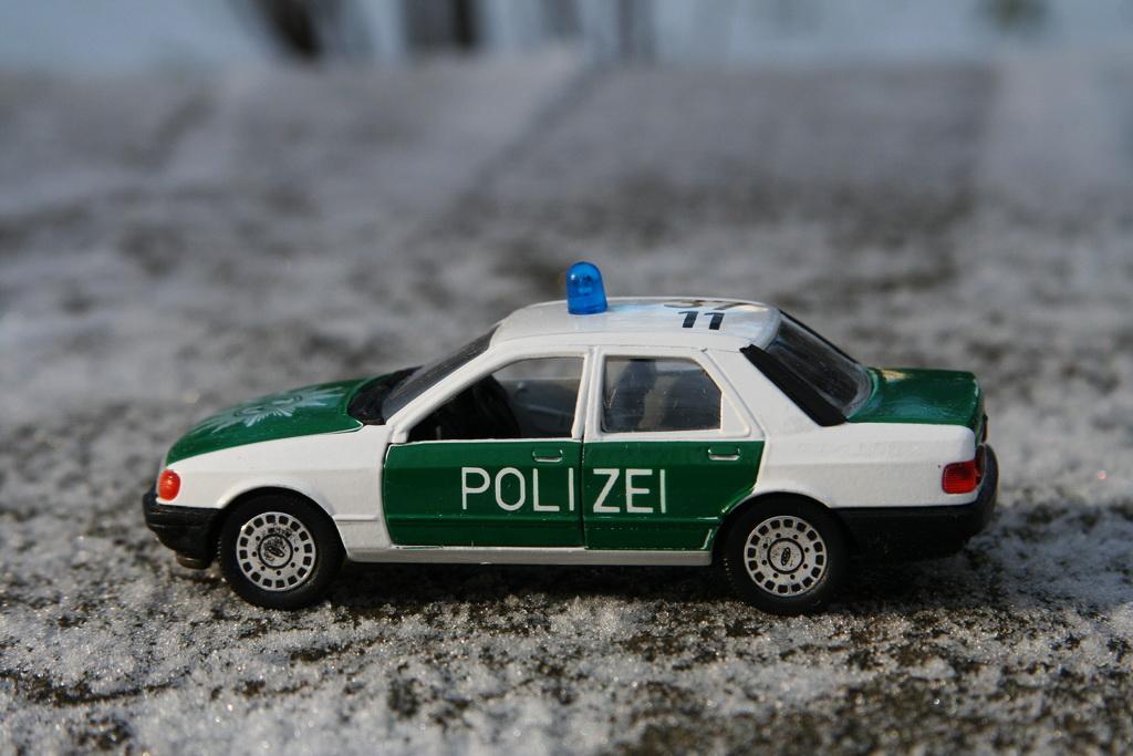 Ford Sierra Ghia 4-door 2.0i Police Schabak '1982–87 12.jpg