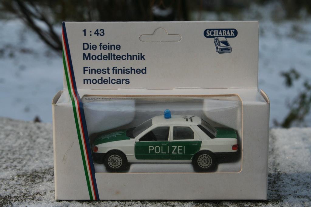 Ford Sierra Ghia 4-door 2.0i Police Schabak '1982–87 2.jpg