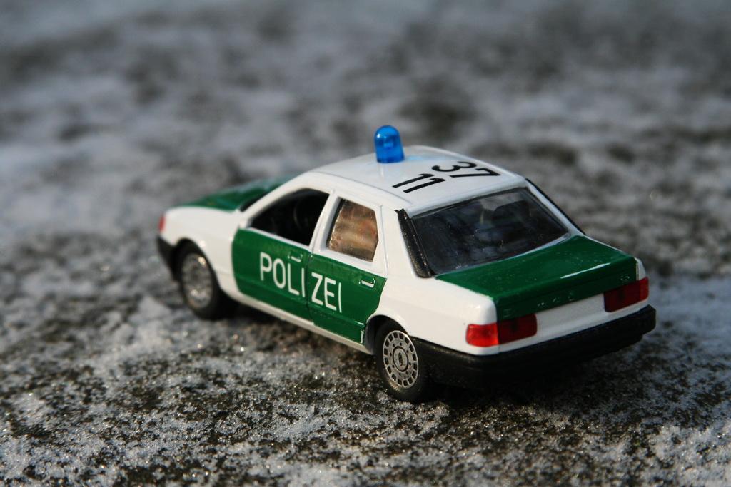 Ford Sierra Ghia 4-door 2.0i Police Schabak '1982–87 10.jpg