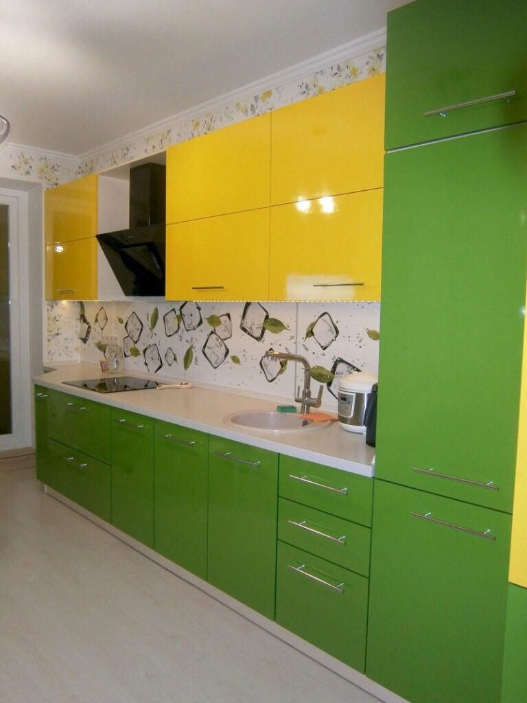 желто-зеленная кухня модульного типа