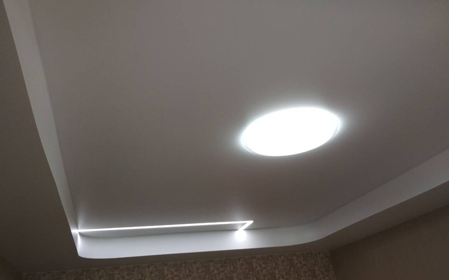Сатиновый натяжной потолок.jpg