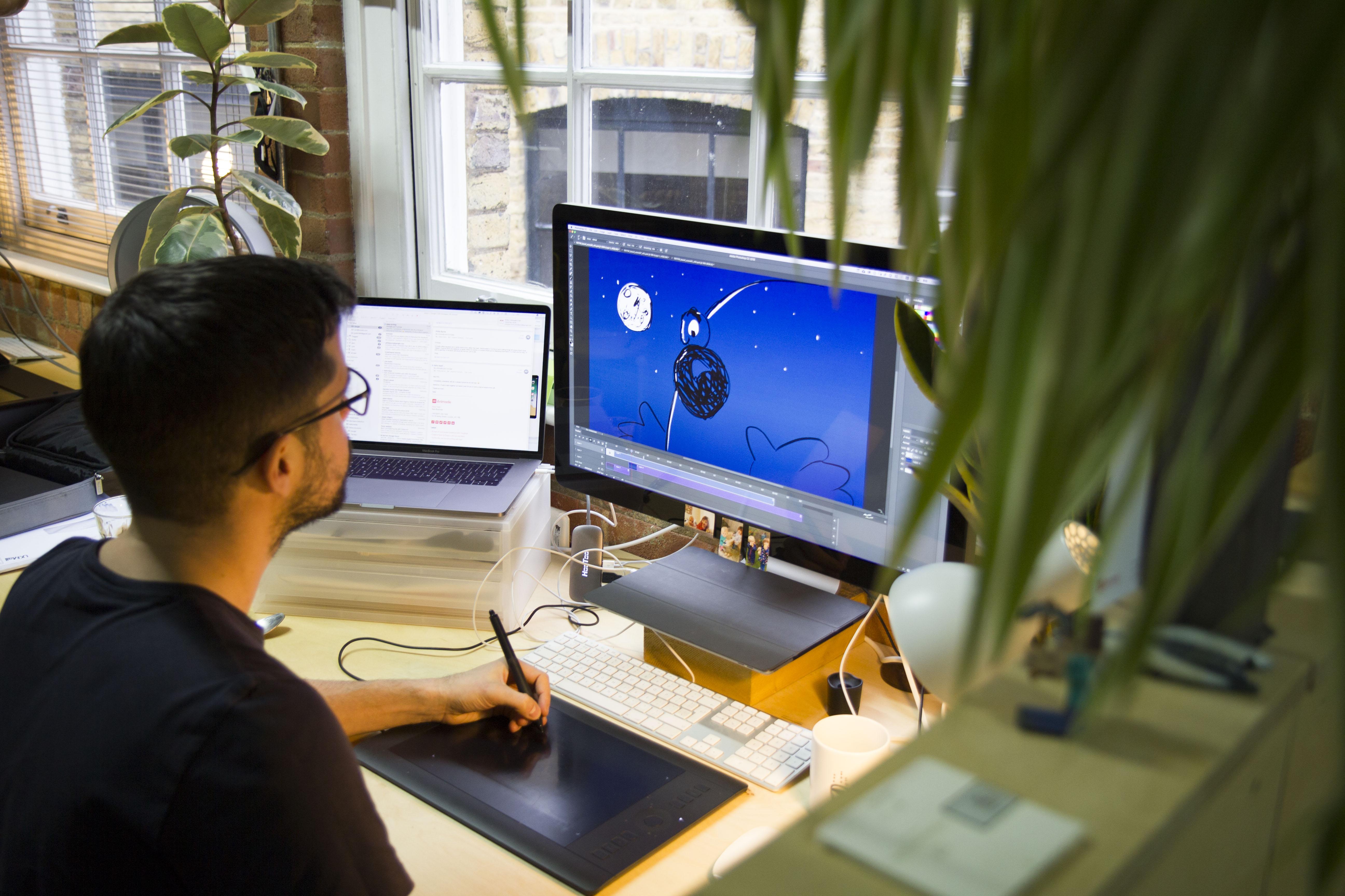 desk_tom.jpg