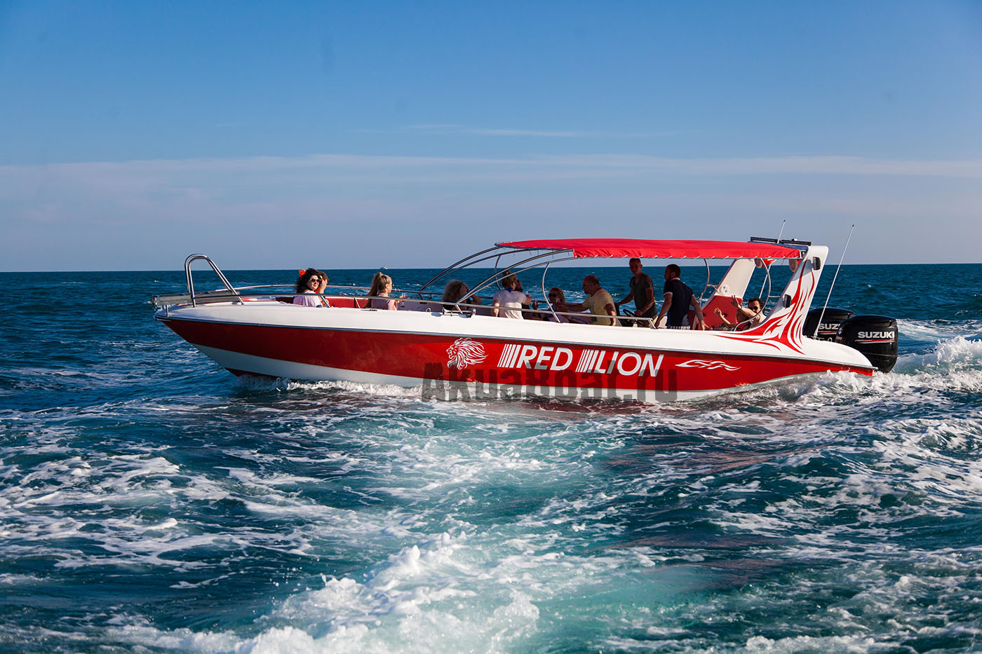 Рассекая волны – новый катер Stels 930 от компании «AkuaBoat» для водных прогулок и активного отдыха