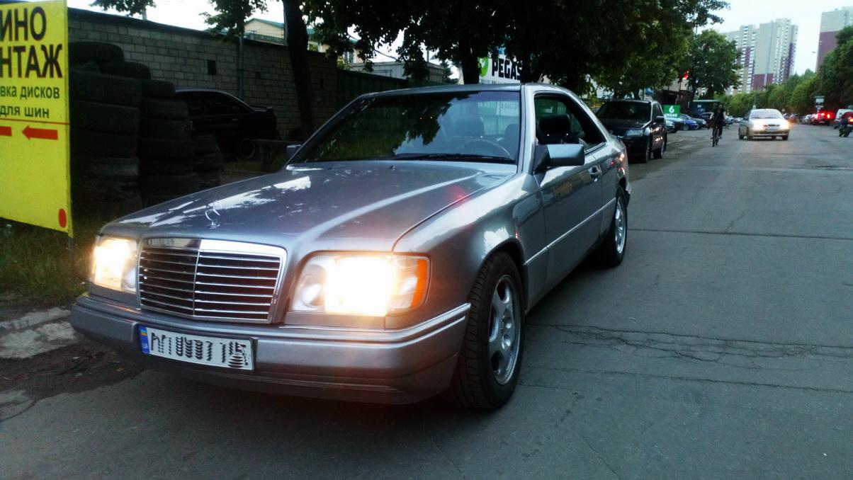 Mercedes-Benz E 320 Coupe (C124) AT '07.1993–03.1996 3.jpg