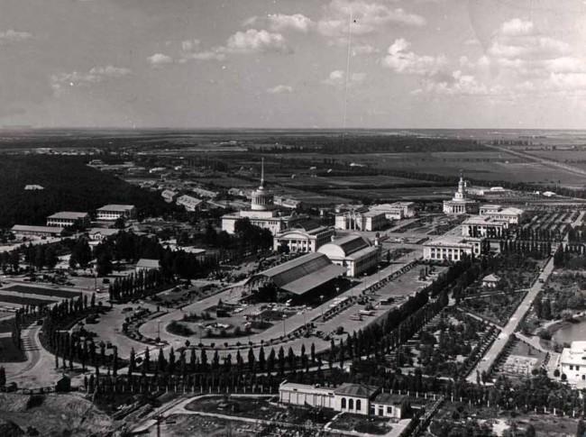 1950-e-gody-Vid-na-VDNH-s-vysoty-poleta-Foto-Georgij-Ugrinovic-e1391937443157595e54f023b02.jpg