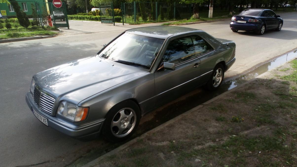 Mercedes-Benz E 320 Coupe (C124) AT '07.1993–03.1996.jpg
