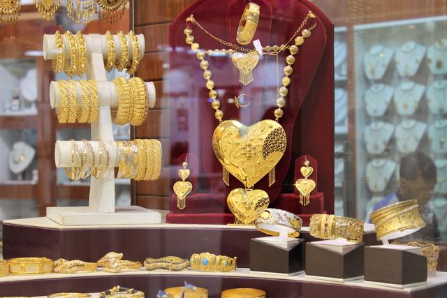 Как правильно носить золотые украшения