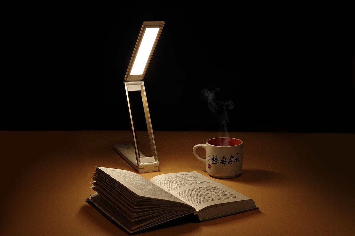 Настольная лампа для чтения книг