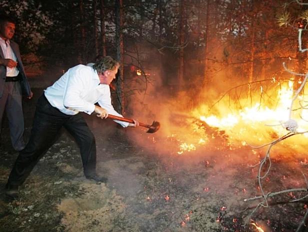 ГСЧС с помощью авиации и пожарного поезда борется с лесным пожаром на Харьковщине - Цензор.НЕТ 8510