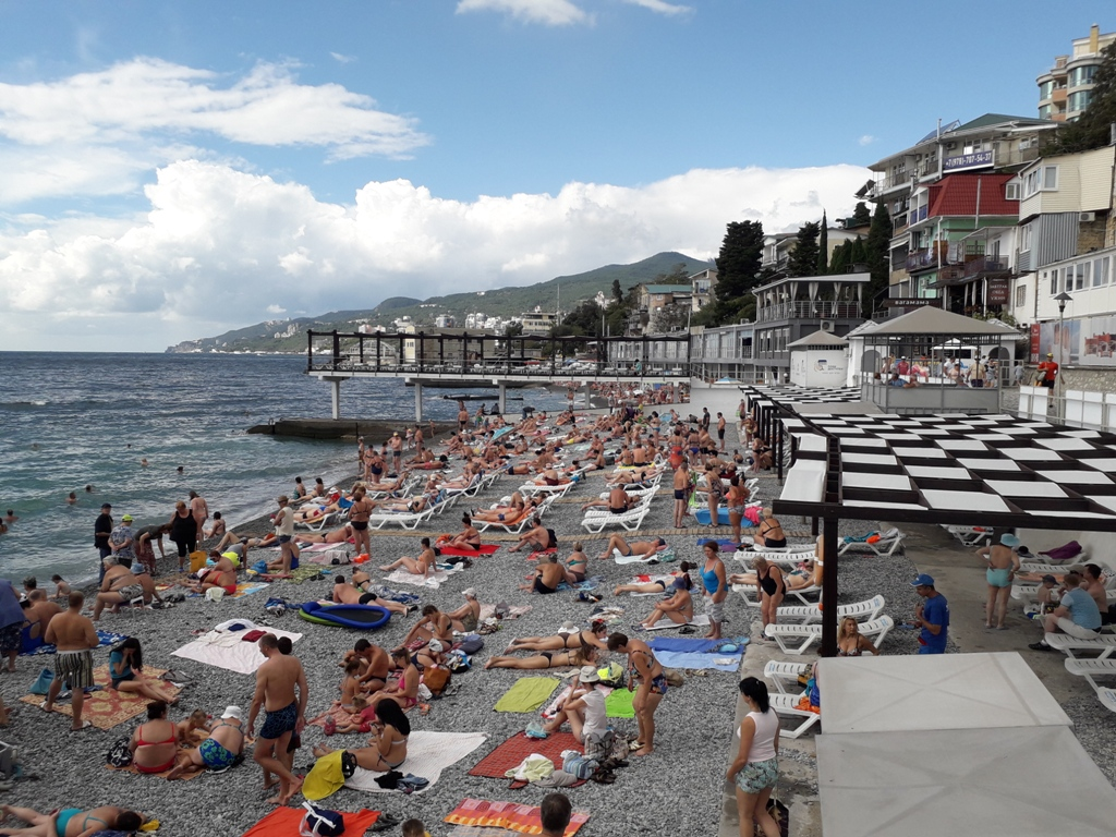 Трахает жадную телку на пляже в Барселоне