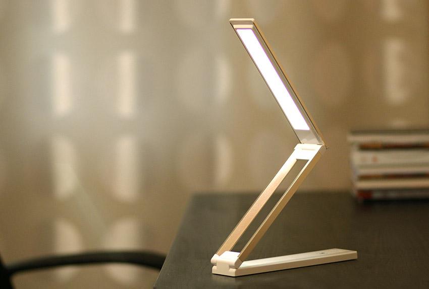 Настольная лампа с аккумулятором