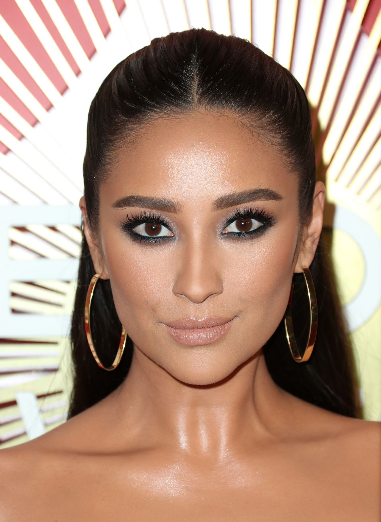 shay-mitchell-2018-revolveawards-in-las-vegas-1.jpg