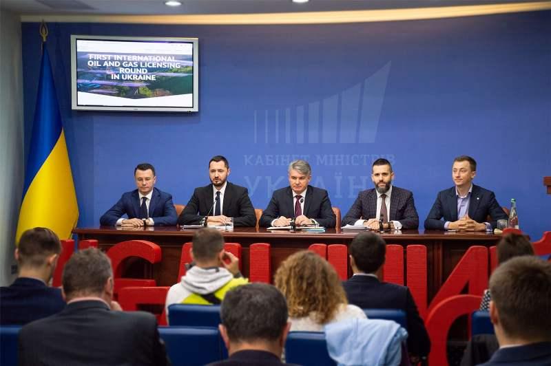Під час брифінгу у Києві з приводу запуску міжнародних нафтогазових аукціонів.jpg
