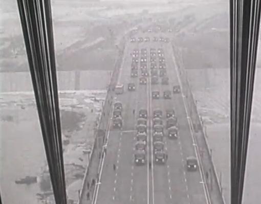 1976-год.-Испытания-на-прочность-Московского-моста-перед-открытием.png