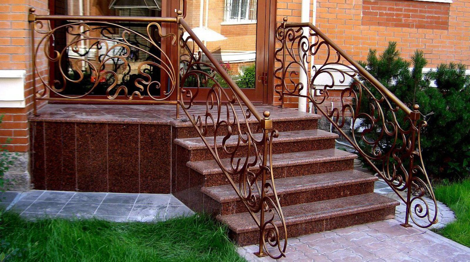 Парадная лестница из камня