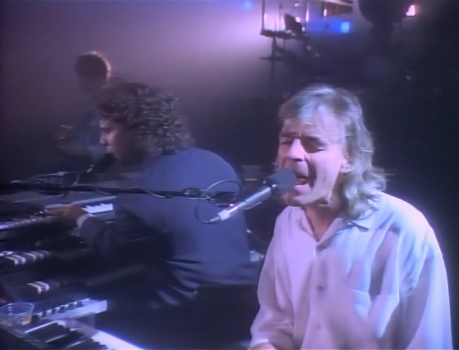 Pink Floyd - Delicate Sound of Thunder.mkv_snapshot_01.06.25.867.jpg