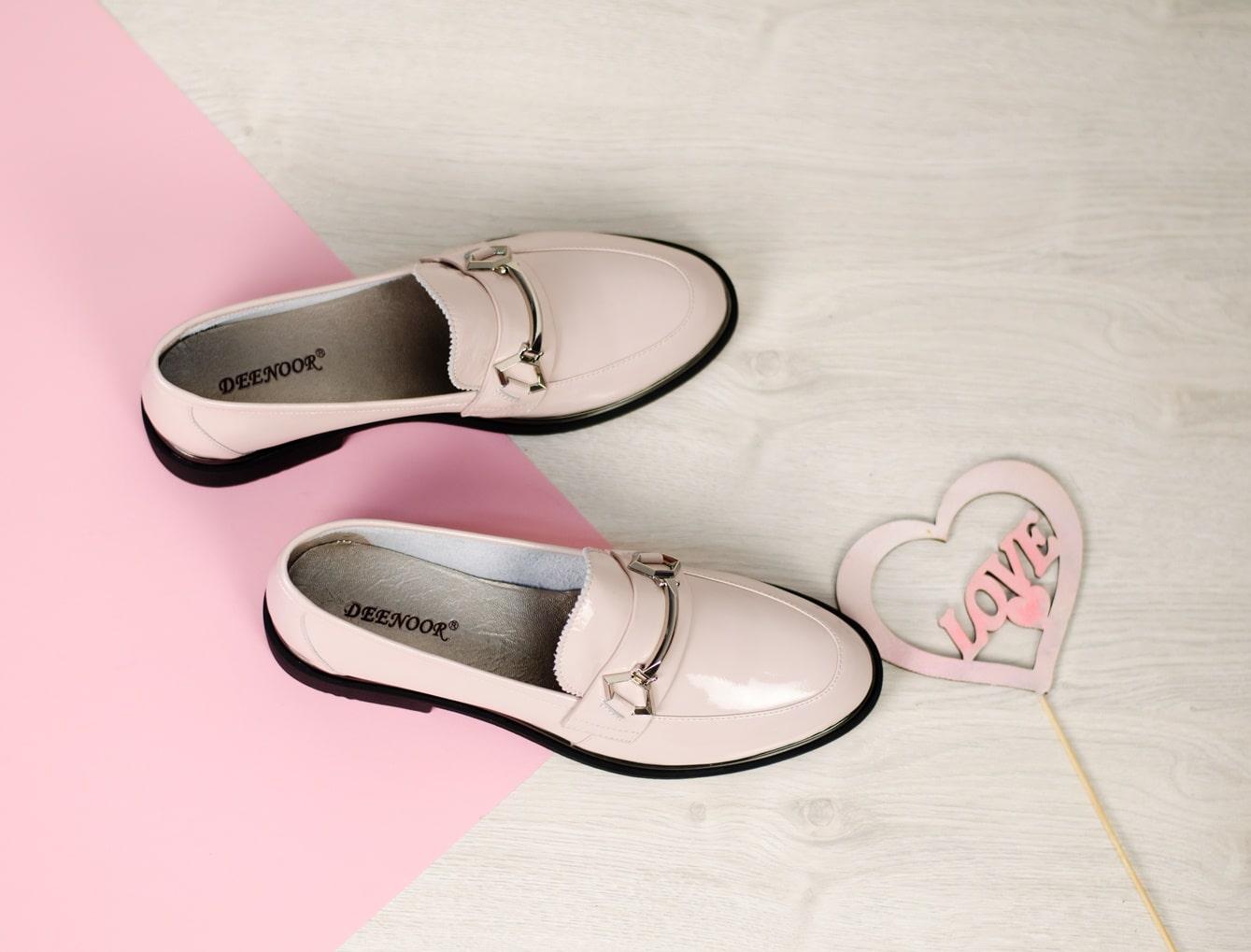 b80bd1bee Эта обувь со шнурками и перфорацией позволит придать сексуальности самому  стандартному образу. А если еще укоротить или подкатить брюки или денимы ...