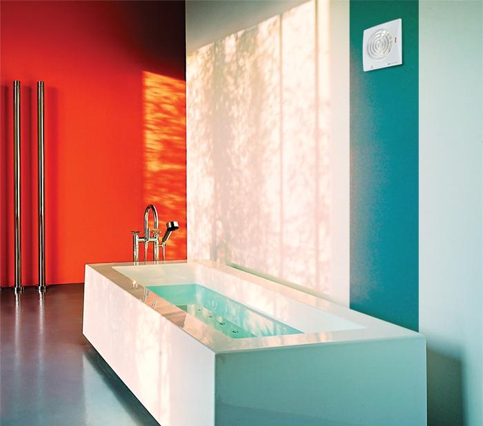 Бытовой вытяжной вентилятор в ванной