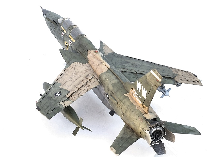 Republic F-105G Wild Weasel. Trumpeter 02202. - Страница 2 09d7c2065788b57f0653934d70e89fa2
