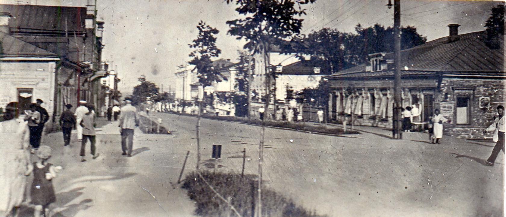 Коммуны на восток от улицы Свободы.jpg