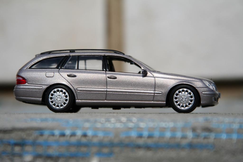 Mercedes-Benz E-Klasse T-Modell (S211) '2002–06 Minichamps 7.jpg