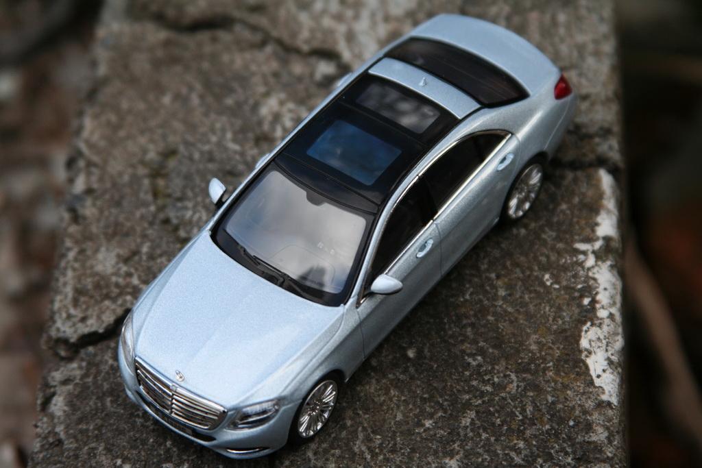 Mercedes-Benz S-Klasse Limousine (W222) '2013 Schuco 4.jpg