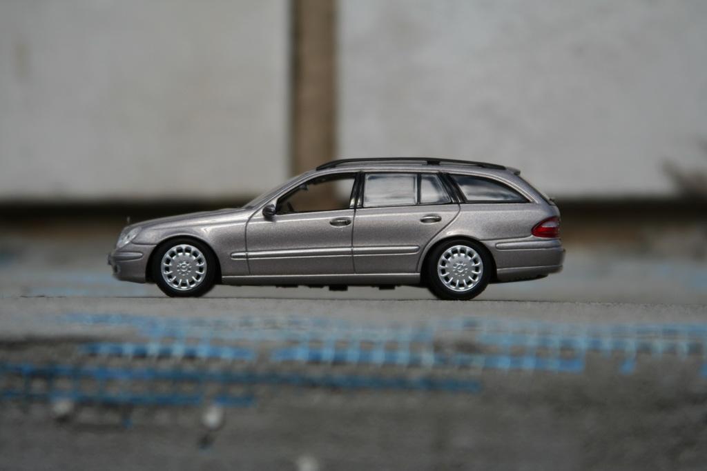 Mercedes-Benz E-Klasse T-Modell (S211) '2002–06 9.jpg