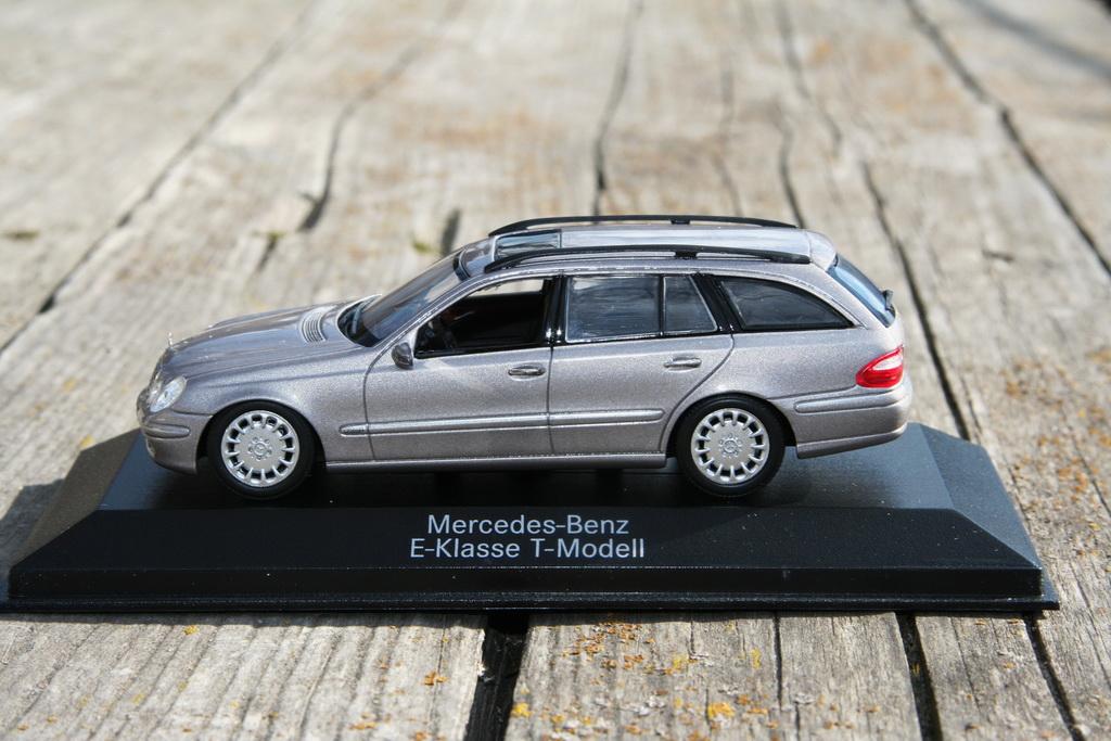 Mercedes-Benz E-Klasse T-Modell (S211) '2002–06 Minichamps 3.jpg