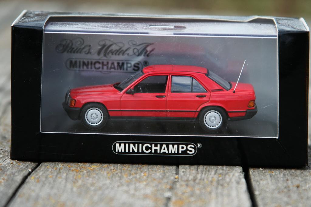 Mercedes-Benz 190 E (W201) '1984 Minichamps 2.jpg