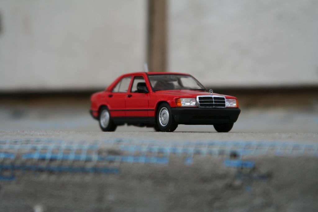 Mercedes-Benz 190 E (W201) '1984 Minichamps 5.jpg