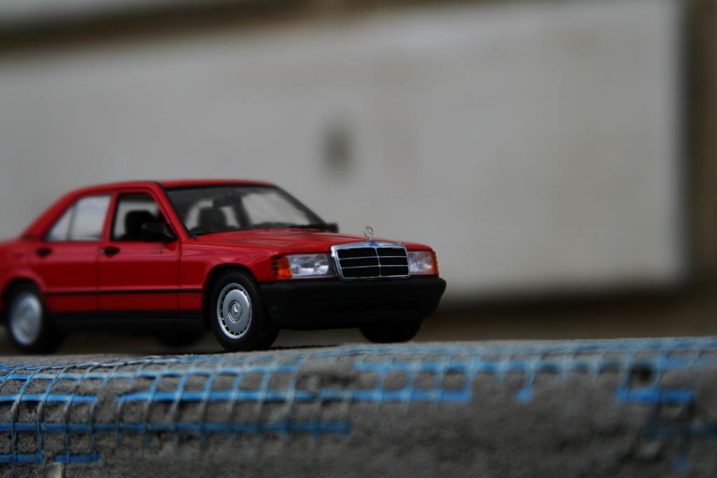 Mercedes-Benz 190 E (W201) '1984 Minichamps 10.jpg