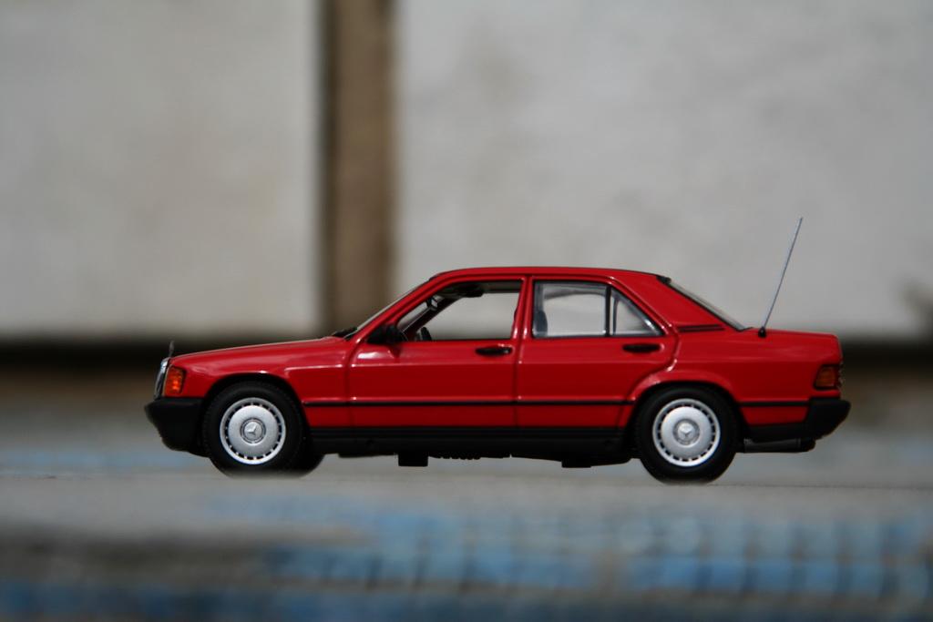 Mercedes-Benz 190 E (W201) '1984 Minichamps 16.jpg