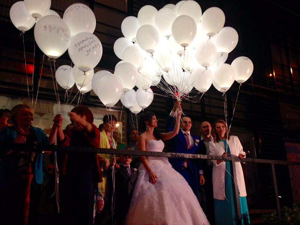 Светящиеся шарики на свадьбе