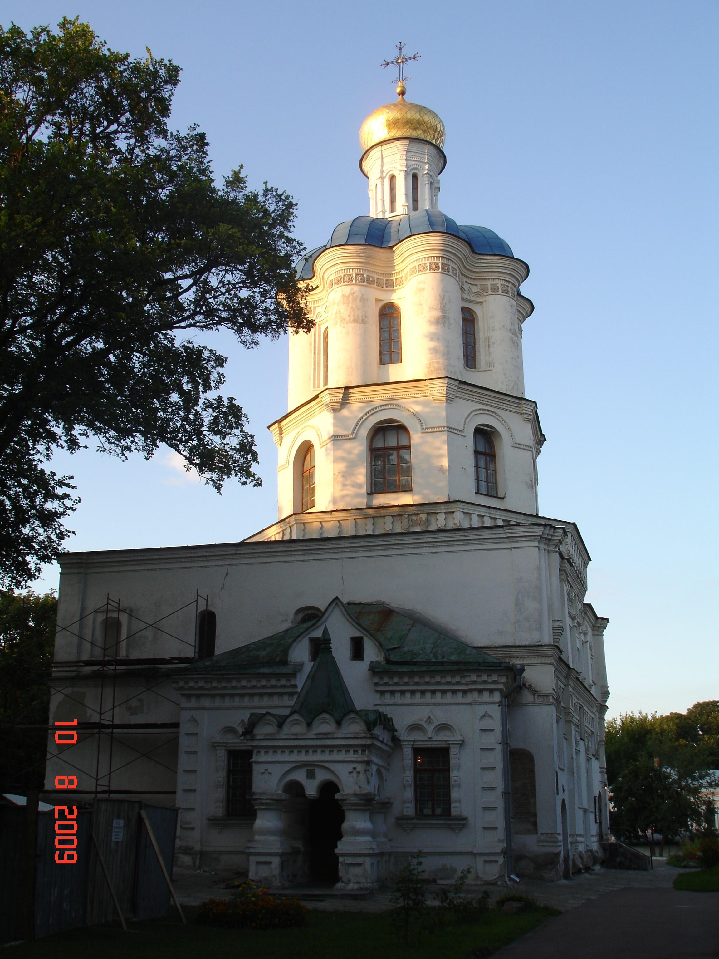 Чернігів. Трапезна церква з дзвіницею Борисоглібського монастиря