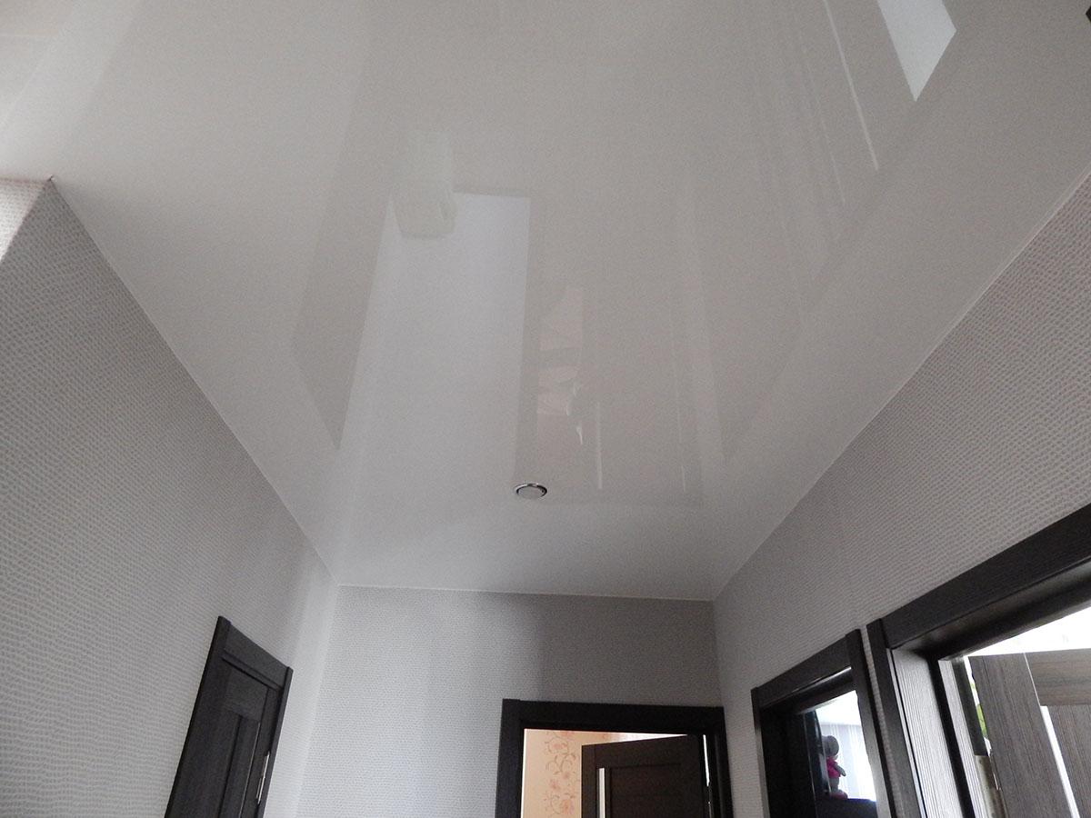 Одноуровневый потолки натяжные фото