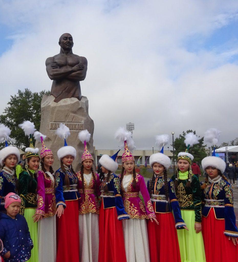 Хаджимукан-памятник-Степногогрск.jpg